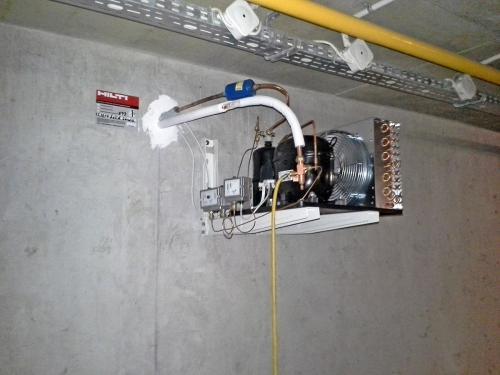 Agregat chłodniczy w garażu podziemnym