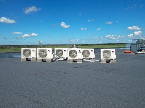Agregaty klimatyzacyjne Split marki Gree montaż na dachu