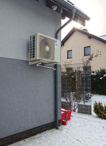 Klimatyzator agregat Daikin FTXC50B na Elewacji
