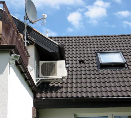 Klimatyzator agregat Fuji Electric RSG12 montaż na dachu (2)