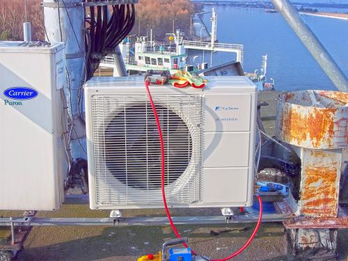 Klimatyzator agregat Fuji Electric RSG24 montaż na dachu