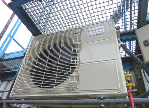 Klimatyzator agregat Fuji Electric RSG24 montaż na obiekcie technicznym