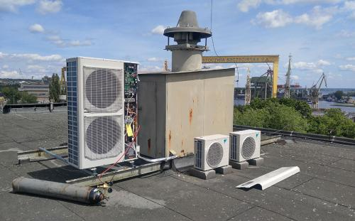 Klimatyzator agregat Mitsubishi mini VRF montaż na dachu płaskim