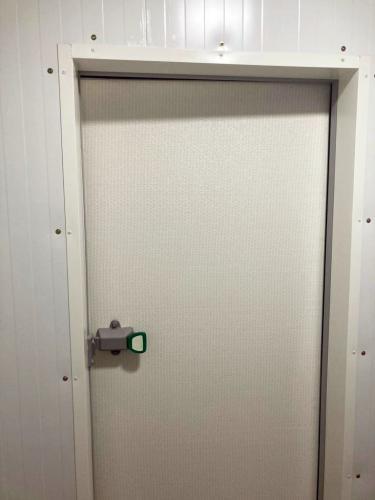 drzwi chłodnicze uchylne zawiasowe